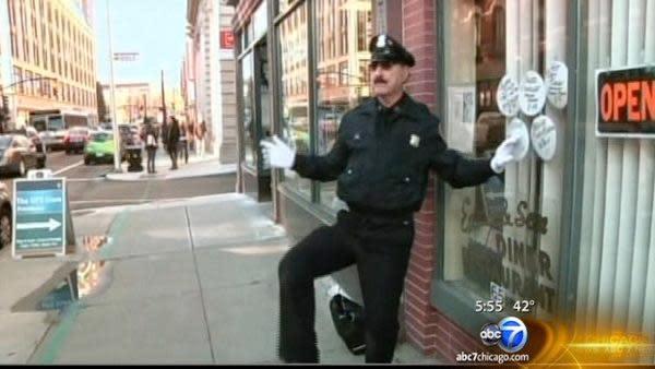 Dancing cop stops holiday traffic in Rhode Island