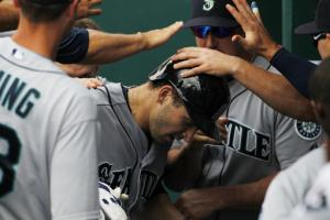 Elias, Zunino lead Mariners over Royals for sweep