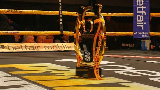 Boxing - Camacho earns cruiserweight Prizefighter crown