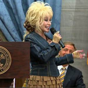 Dolly Parton celebrates Imagination Library 10th anniversary