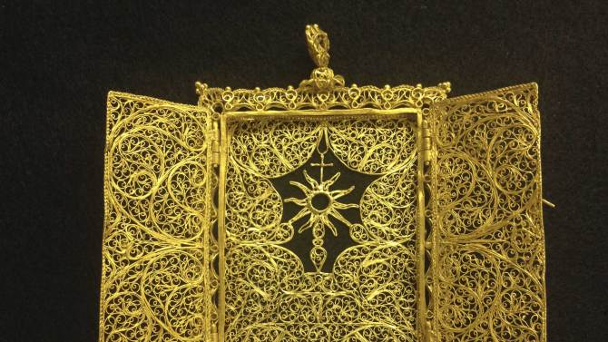 Gold Pyx from late 1600's