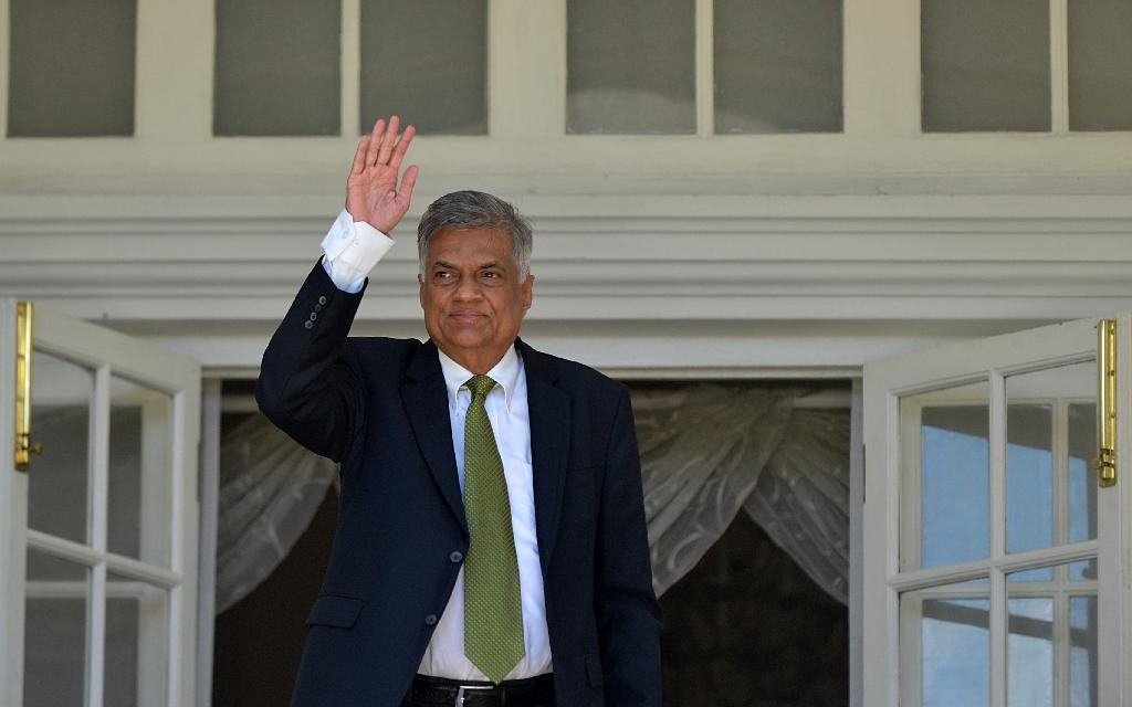 Sri Lanka's parliament sworn in after unity government formed