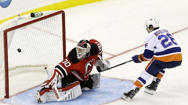 Moulson gives Isles 4-3 win over Devils