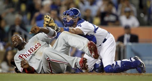 Phils beat Dodgers 3-2 on Pence's 2-run hit in 8th