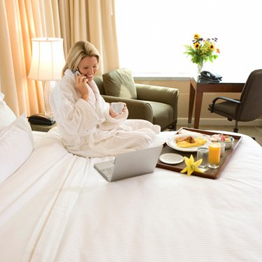 Woman-with-room-service-in-hotel-room_web