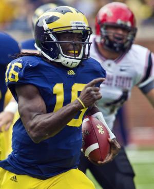Michigan quarterback Denard Robinson (16) rushes 53 yards for a touchdown in the first quarter of an NCAA college football game against San Diego State, Saturday, Sept. 24, 2011, in Ann Arbor, Mich. (AP Photo/Tony Ding)