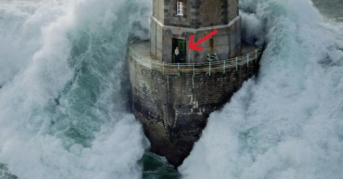 13 Breathtaking Moments When Lighthouses Said NOPE