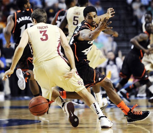 Cincinnati beats Florida St. 62-56 to advance
