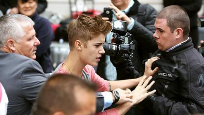 Justin Bieber Pushes Paparazzo (PHOTO)