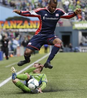 Sounders, Revolution battle to scoreless tie