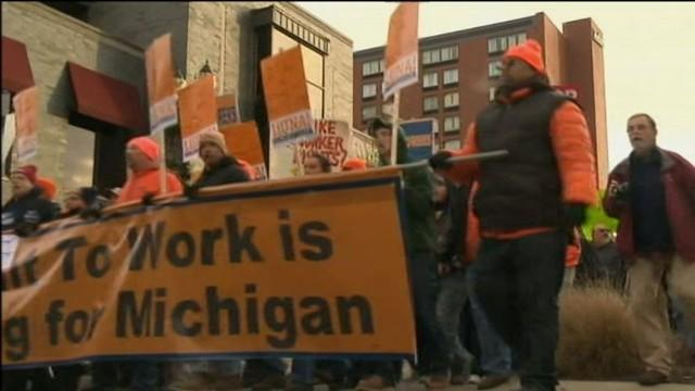 Michigan Protesters Storm State Capitol as 'Right to Work' Bill Passes