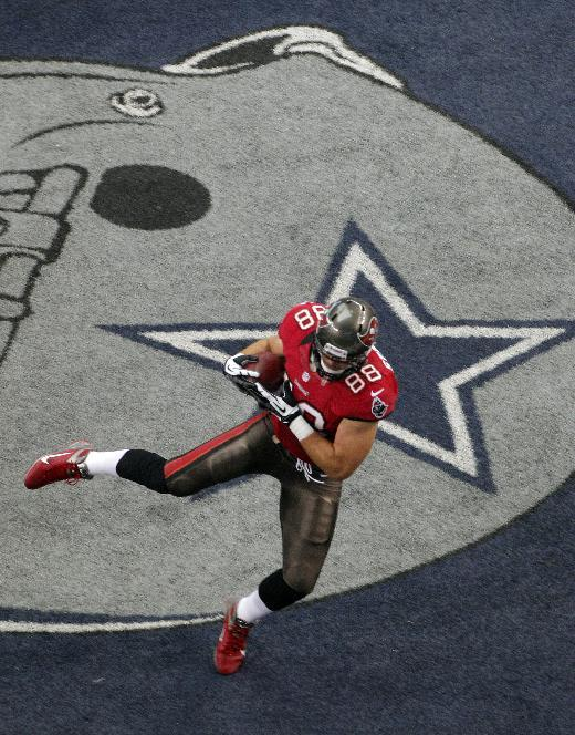 Tampa Bay Buccaneers tight end Luke Stocker (88) makes a touchdown reception against the Dallas Cowboys during the first half of an NFL football game on Sunday, Sept. 23, 2012, in Arlington, Texas. (AP Photo/Tim Sharp)