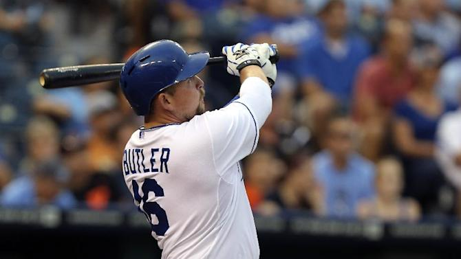 Butler, Royals win 5th straight, 4-2 over Giants