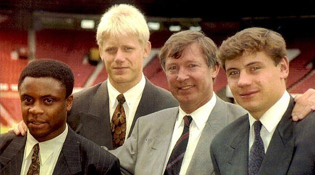 Paul Parker, Andrei Kanchelskis and Peter Schmeichel with then-manager Alex Ferguson (Getty)