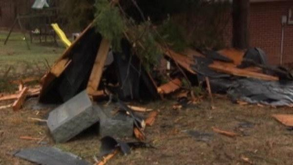 Twister rips off roof of Kentucky church, mobile home
