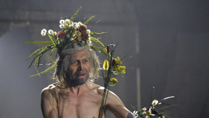 "In this photo provided by Lincoln Center, Greg Hicks performs in a scene from the Royal Shakespeare Company's production of ""King Lear,"" during a rehearsal at the Park Avenue Armory, Friday, July 15, 2011 in New York. (AP Photo/Lincoln Center, Stephanie Berger)"