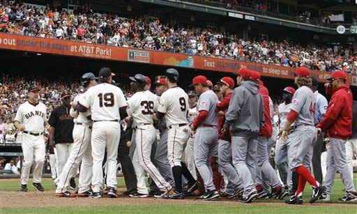 Giants rally in ninth for 4-3 win over Reds