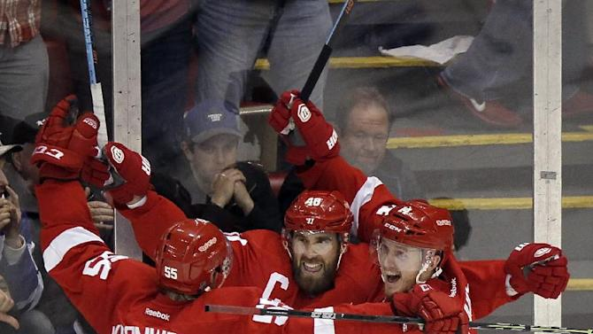 Zetterberg lifts Red Wings past Maple Leafs in OT