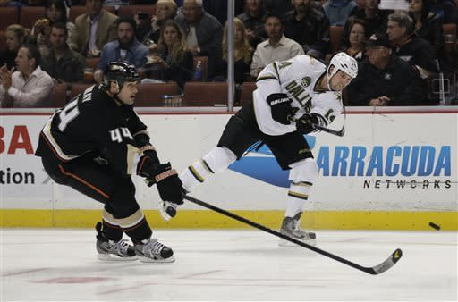 Stars rally to beat Sharks 5-4 in shootout