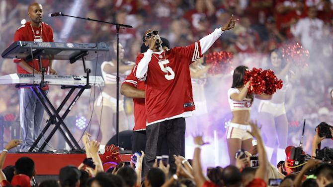 Rapper Snoop Dogg performs during halftime of an NFL football game between the San Francisco 49ers and the Chicago Bears in Santa Clara, Calif., Sunday, Sept. 14, 2014