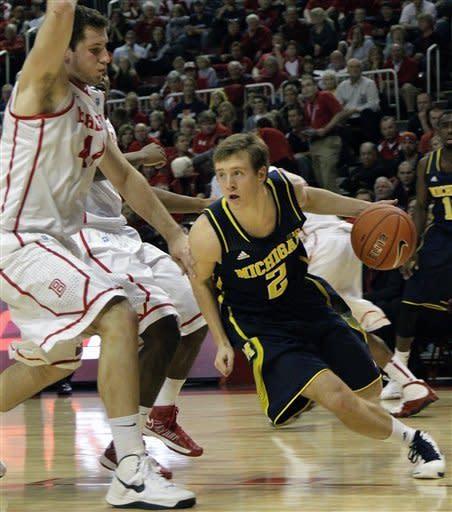 No. 3 Michigan survives Bradley, 74-66