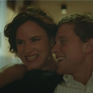 'Kelly & Cal' Review: New Mom Juliette Lewis Finds an Unlikely Suburban Soulmate