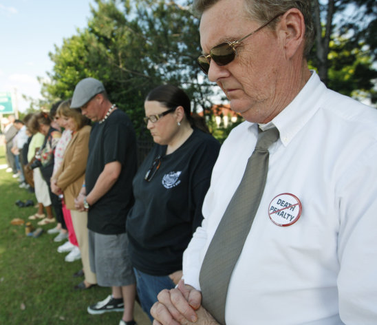 Dane Gill, right, participates in a silent vigil outside the Governor&#39;s Mansion in Oklahoma City, Tuesday, May 1, 2012, in protest of the execution of Michael Bascum Selsor. An Oklahoma man convicted of murdering a Tulsa convenience store manager almost 37 years ago was executed by lethal injection Tuesday. (AP Photo/Sue Ogrocki)
