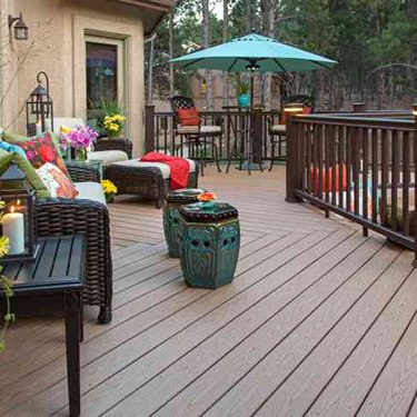 Beautiful-wooden-back-deck_web