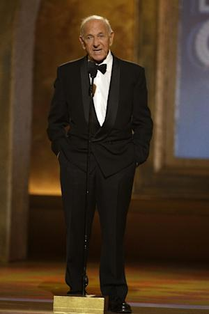 """FILE - In this June 15, 2008 file photo, Jack Klugman speaks at the 62nd Annual Tony Awards in New York. Klugman, who made an art of gruffness in TV's """"The Odd Couple"""" and """"Quincy, M.E.,"""" has died at the age of 90. (AP Photo/Jeff Christensen, File)"""
