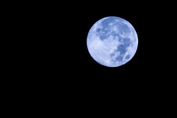Ánh trăng xanh %27Blue_Moon%27_of_2012_See-9bbe850901cd713f07d3dedebab0fd34
