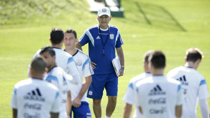 Argentina coach denies rift with Messi