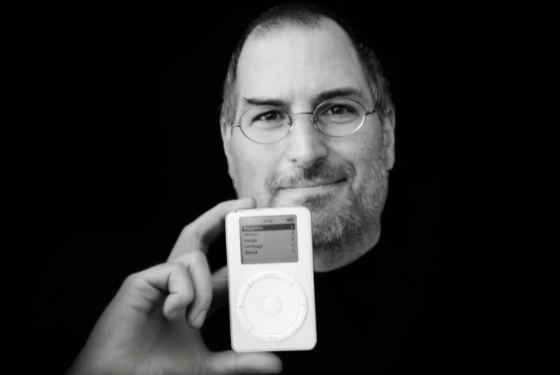 Judge keeps Steve Jobs video testimony from public release