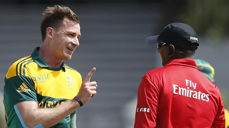 South Africa's Steyn reacts after umpire Martinesz signals Sri Lanka's Perera as a not out batsman during their final One Day International cricket match in Hambantota