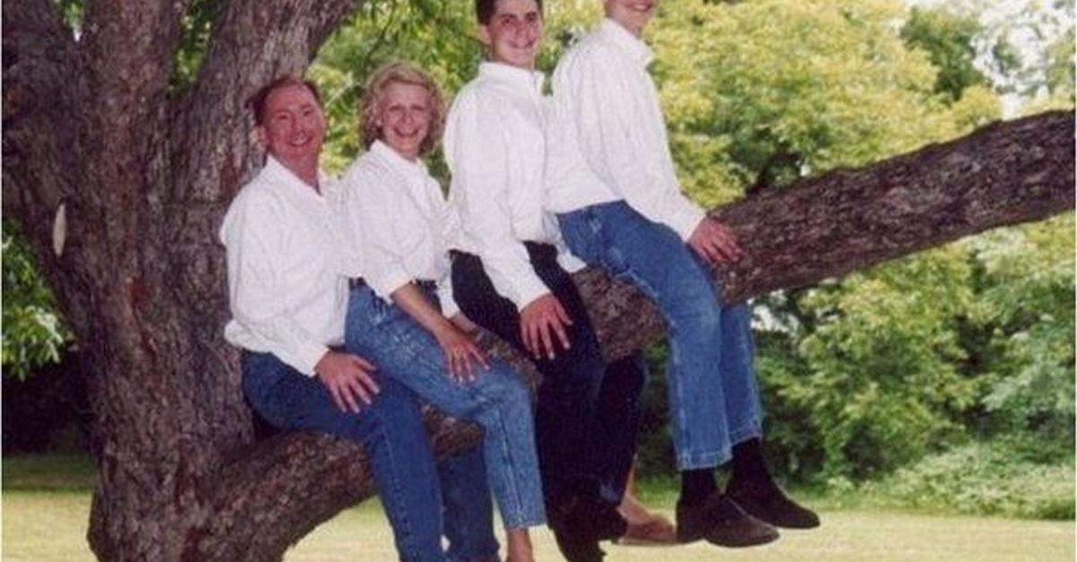 22 Family Photos That Should Not Exist