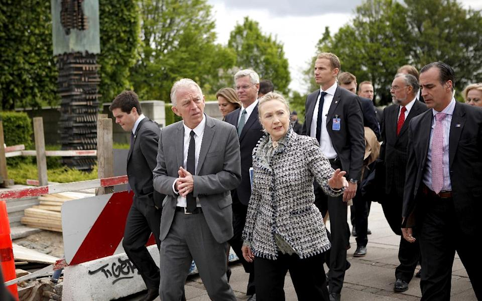 Danish Minister of Foreign Affairs Villy Sovndal, center left, speaks with US Secretary of State Hillary Rodham Clinton as they arrive at Amaliehaven in central Copenhagen, Denmark, Thursday May 31, 2012. (AP Photo/Polfoto, Gorm Olesen)  DENMARK OUT