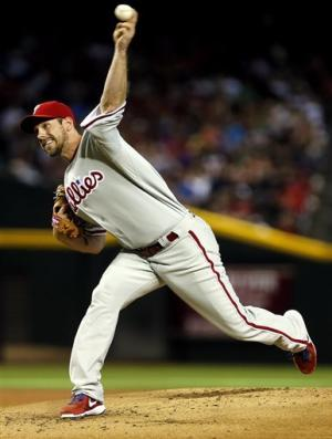 Lee, Phillies beat Diamondbacks 3-1