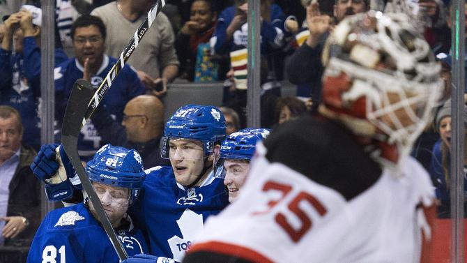 Van Riemsdyk lifts Maple Leafs past Devils in SO