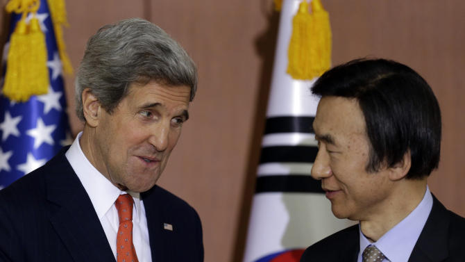 U.S. Secretary of State John Kerry, left, talks with South Korean Foreign Minister Yun Byung-se during a joint press conference at Foreign Ministry in Seoul, South Korea, Friday, April 12, 2013. Kerry is making his first-ever visit to Seoul amid strong suspicion that North Korea may soon test a mid-range missile. (AP Photo/Lee Jin-man)