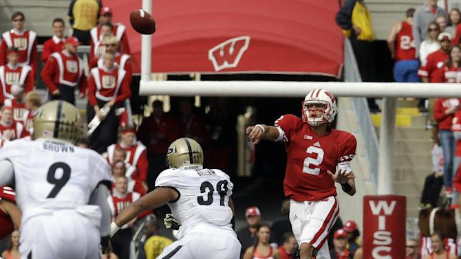 Badgers QB Stave benefiting from rolling RBs
