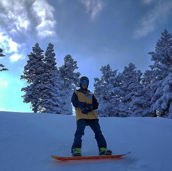 Justin Bieber Has One of His Minions Document His Snowboarding Adventures