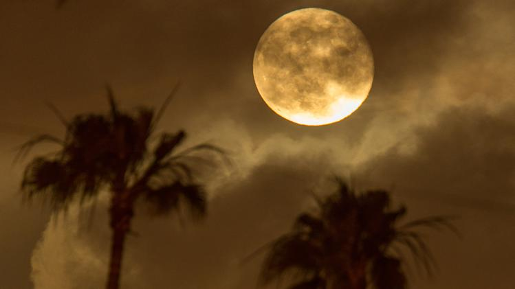 Super Moon Lights Up Night Sky