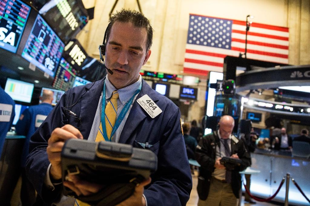 US stocks close mostly lower after Fed minutes