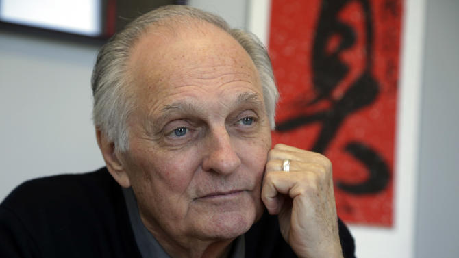 Alan Alda wants scientists to cut out the jargon