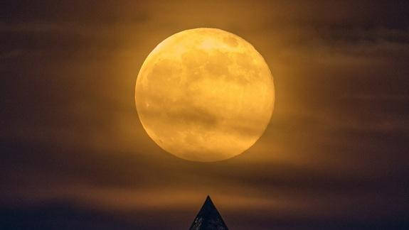 Superstitions Collide: Full Moon Rises on Friday the 13th