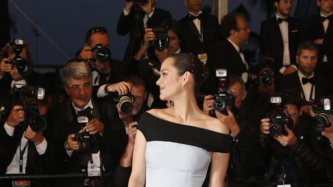 . Cannes (France), 22/05/2015.- French actress Marion Cotillard leaves the screening of 'The Little Prince' during the 68th annual Cannes Film Festival, in Cannes, France, 22 May 2015. The movie was presented out of competition at the festival which runs from 13 to 24 May. (Cine, Francia) EFE/EPA/GUILLAUME HORCAJUELO