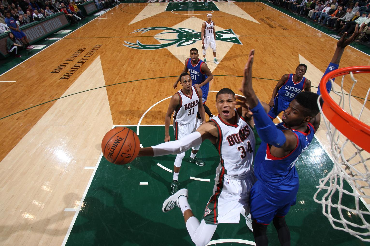 Carter-Williams impresses in debut, Bucks rout 76ers 104-88