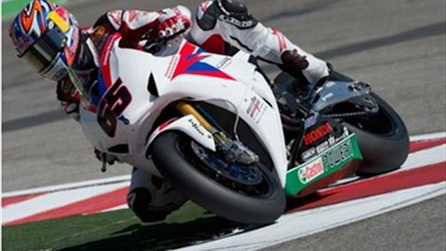 Jonathan Rea reste en Superbike