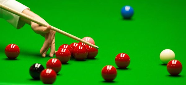 O'Sullivan troubled as Robertson advances