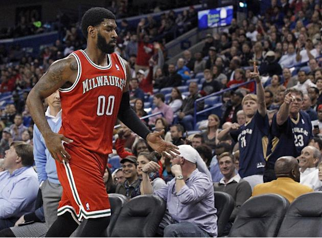 Davis leads Pelicans over Bucks 112-104