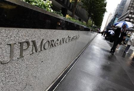 The entrance to JPMorgan Chase&#39;s international headquarters on Park Avenue is seen in New York October 2, 2012. REUTERS/Shannon Stapleton